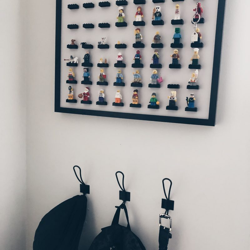 Lego mini figure display frame