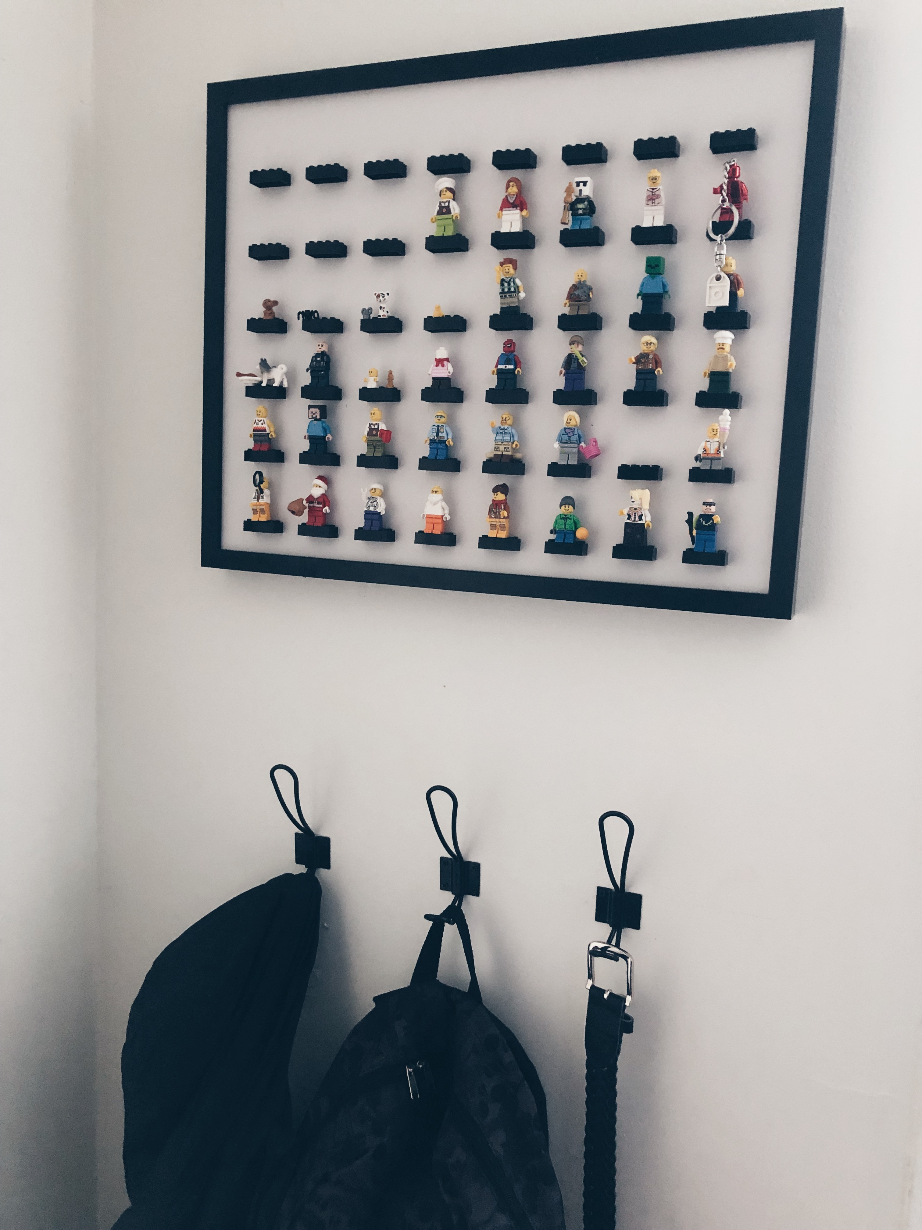 Lego mini figure display frame